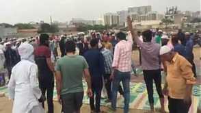 نئی دلی: ہندو انتہا پسند نماز میں خلل ڈالتے ، ہندو نعرے لگاتے رہے