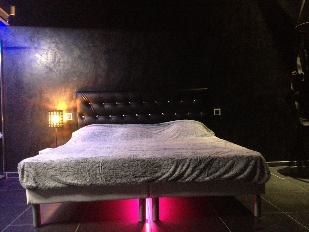 chambre d hote sainte 0 0 out of 5 0 jetted tub featured image guestroom