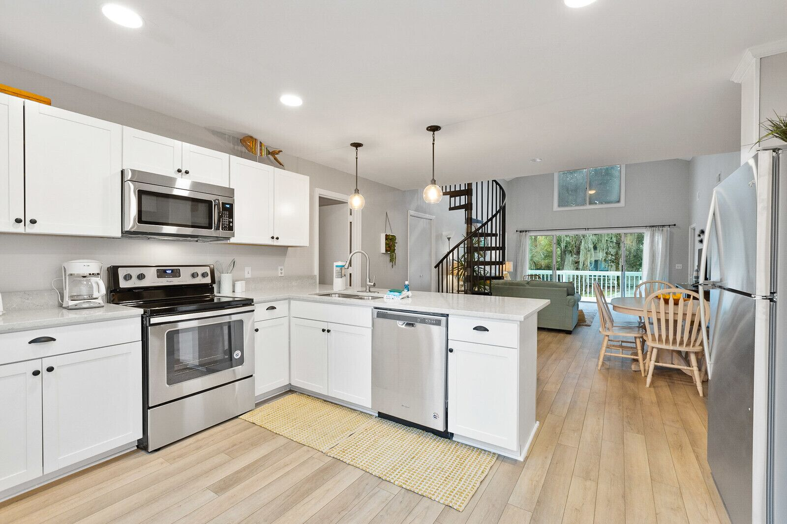 2nd Row Newly Remodeled 4 Bed Bath Beach House Pet Friendly With Private Pool Hilton Head Island Usa Expedia Dk