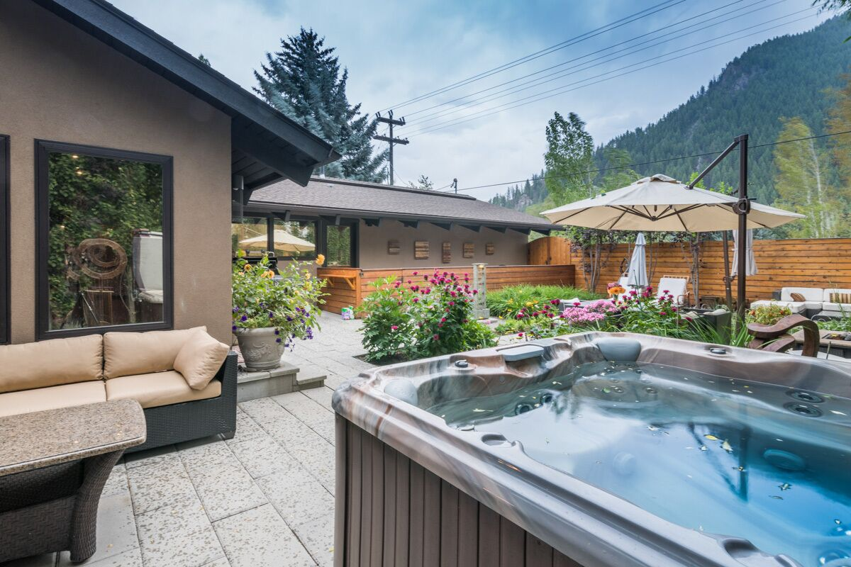 charming warm springs home with hot tub