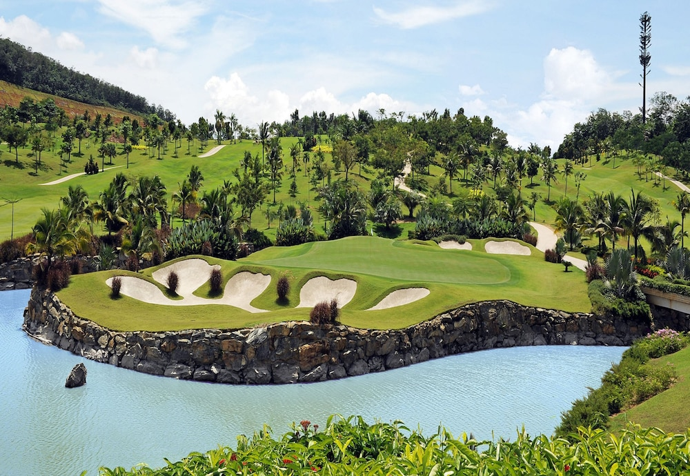 %name  Best Places for a Golf Trip Near Singapore
