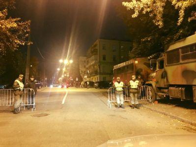 Бойцы Нацгвардии оградили правительственный квартал / фото facebook Сергей Лещенко