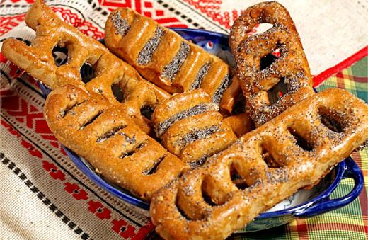"""На Вознесіння прийнято накривати стіл йготувати символічну випічку — хліб у формі """"драбинки"""" / фото angelvalentina.livejournal.com"""