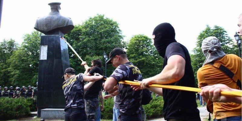 В Харкові проводять обшуки через знесеного  Жукова