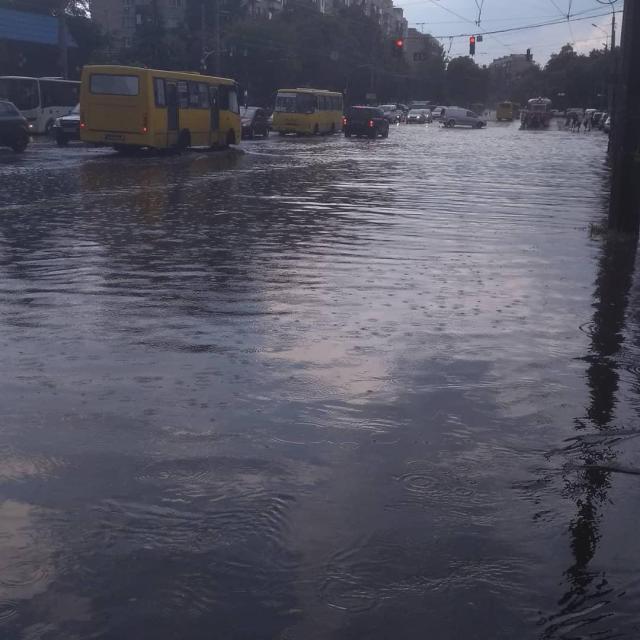 Киев затопил сильный ливень / www.instagram.com/alexandr_dudnyk/