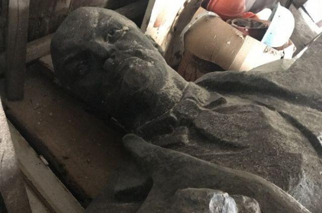 В Украине еще остались памятники Ленину / фото aif.ua