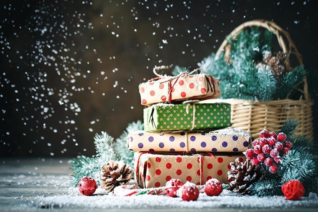 Что подарить на Новый год - идеи подарков / фото besthqwallpapers.com