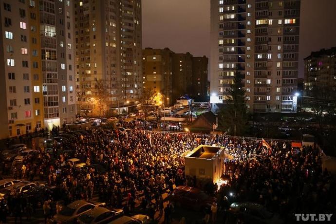 После сообщения о смерти Бондаренко люди в Минске вышли на улицу / фото tut.by