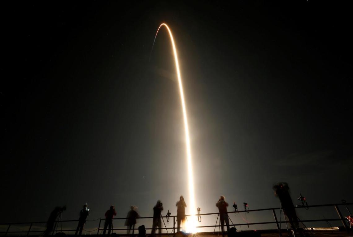 В 2015 годукомпания SpaceX впервые в истории вертикально приземлила первую ступень ракеты-носителя Falcon 9 / фото REUTERS