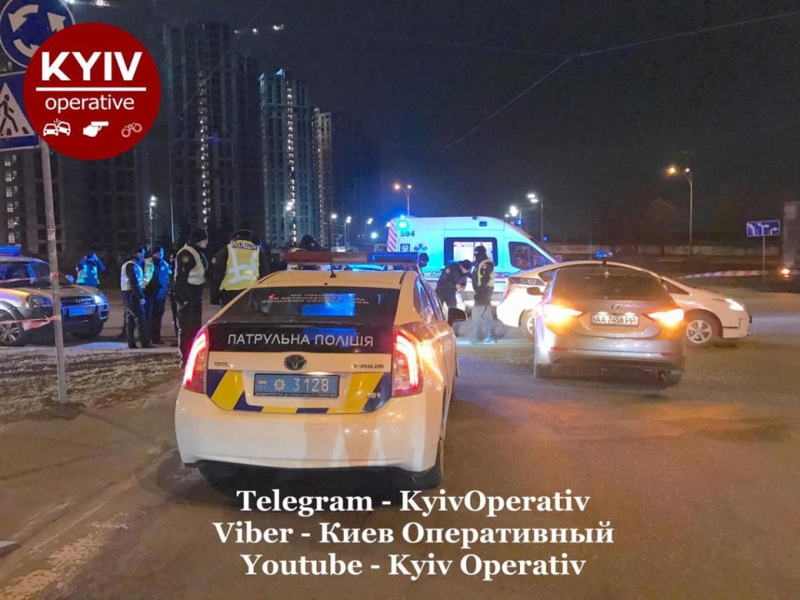 Копы заблокировали авто нарушителя / Киев Оперативный Facebook