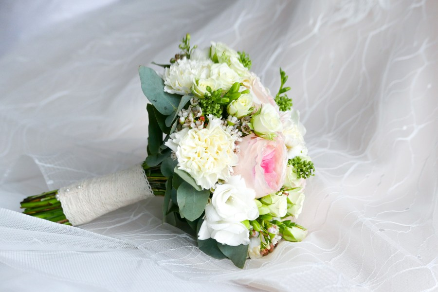 100  Wedding Flower Pictures   Download Free Images on Unsplash closeup photo of white and pink petaled flower bouquet