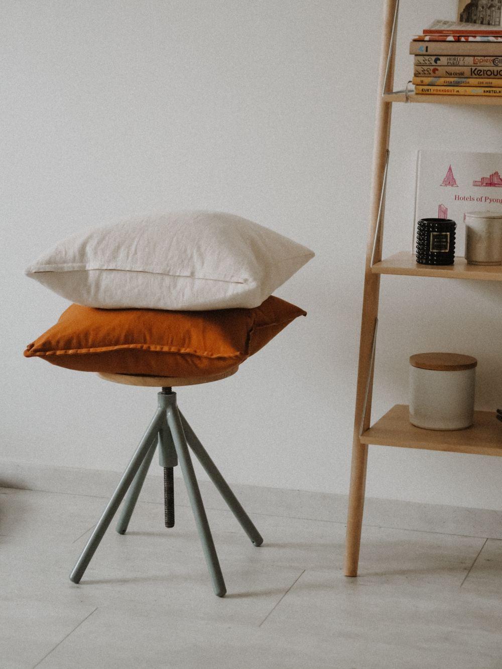 white round pillow