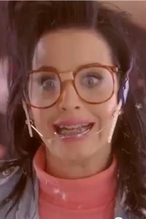 Katy Perry In Versione Nerd Contro Il Bullismo