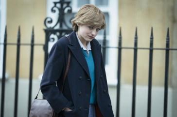 Emma Corrin, la lady Diana di «The Crown», racconta il suo primo chest binder