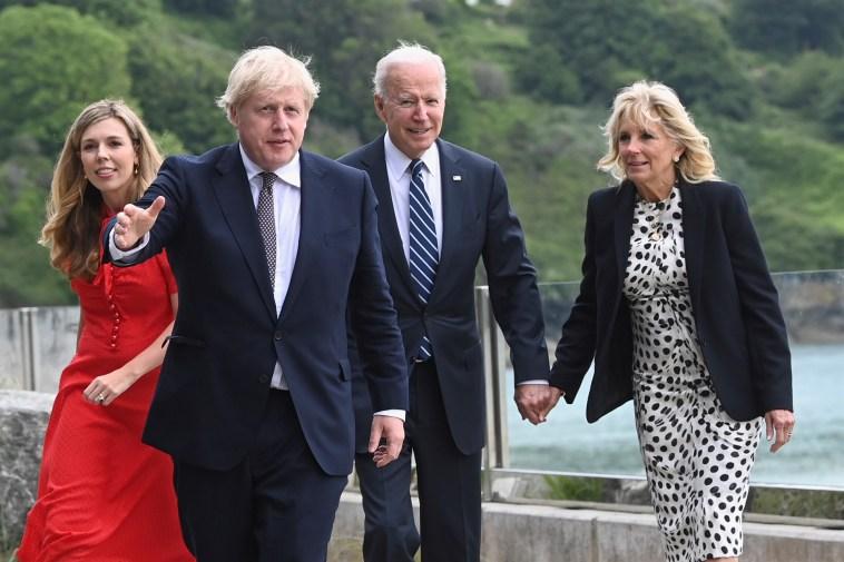 Boris e Carrie Johnson, il G7 è formato famiglia (col figlio Wilfred)