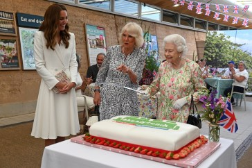 Kate Middleton, che in privato chiama il principe Carlo «nonno»