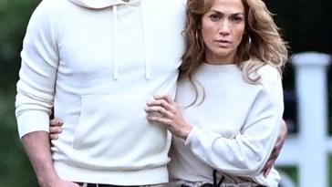 Jennifer Lopez, compleanno d'amore con Ben Affleck: la foto del bacio