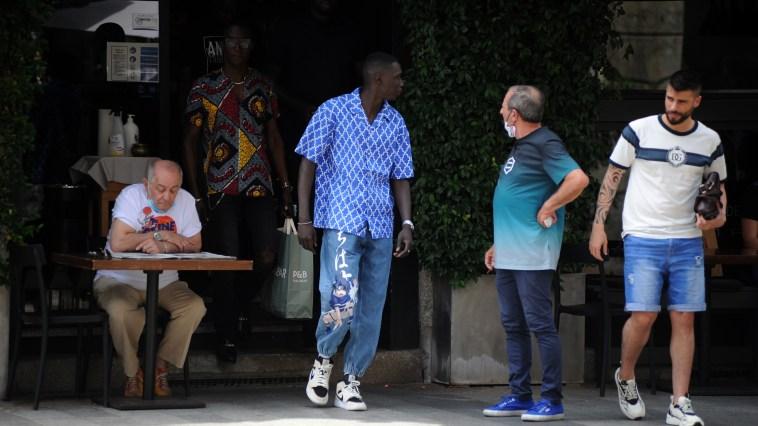 Khaby Lame, shopping e sorrisi a Milano (senza social network)