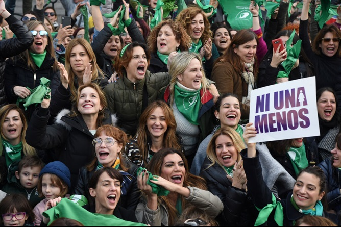 Resultado de imagen para L'Argentina dice no alla legge sull'aborto.