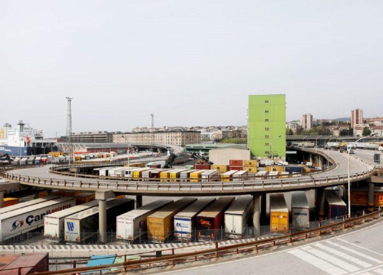Green Pass, i settori a rischio: dai porti alle badanti