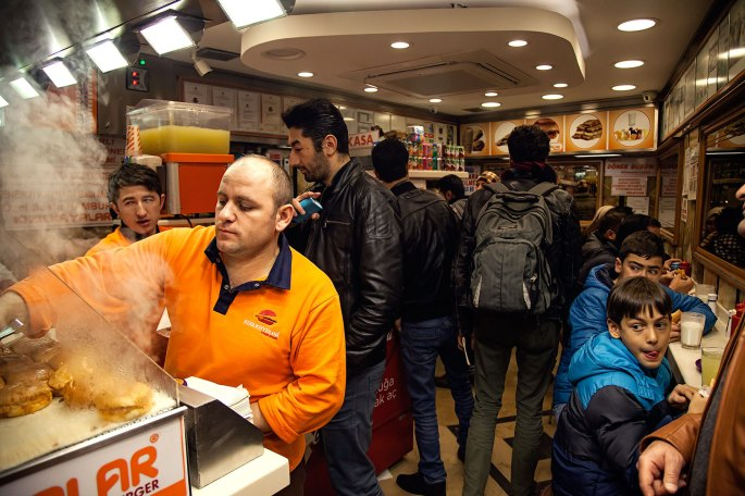 Hasan-serving-the-endless-stream-of-islak-burger-goers