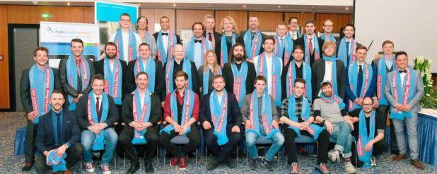 Die glorreichen 40 Jungmeister der Bundesfachschule Zweiradtechnik in Frankfurt am Main nahmen am 1. April 2017 ihre Meisterbriefe in Empfang.