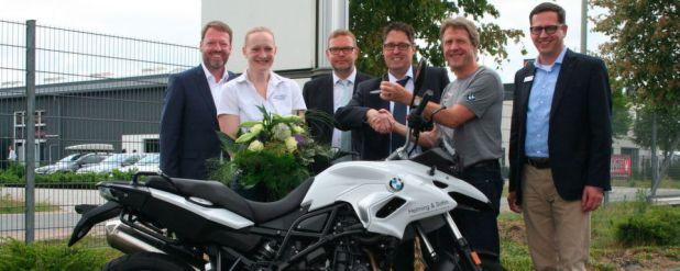 Das Foto zeigt (v.l.n.r.): Gerd Helming, Anita Freese, Heinz-Gerd Lindschulte (BTZ), BTZ-Geschäftsführer Matthias Ricken, Bernd Saenger BMW Motorrad und Achim Helming.