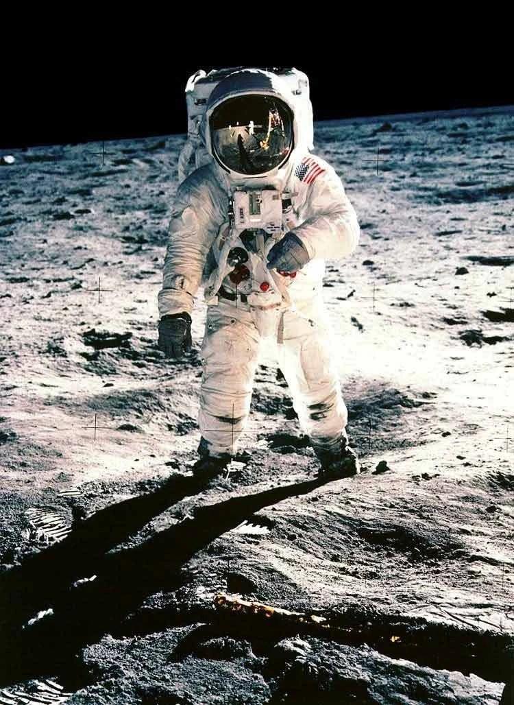 Mantan Astronot (Neil Armstrong) Meninggal