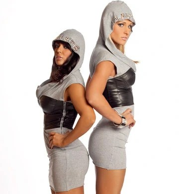 https://i2.wp.com/images.wikia.com/prowrestling/images/7/7a/LayCool.jpg?w=747