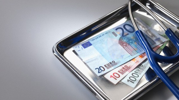 Stethoscope and euros on tray