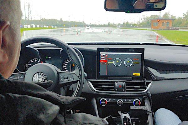 A bordo di Alfaromeo Giulia Quadrifoglio per la prova dell'Intelligent Speed Adaptation Control