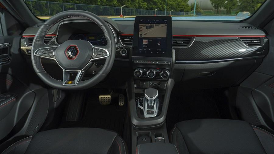 Il cockpit digitale e il display centrale dell'infotainment di Renault Arkana