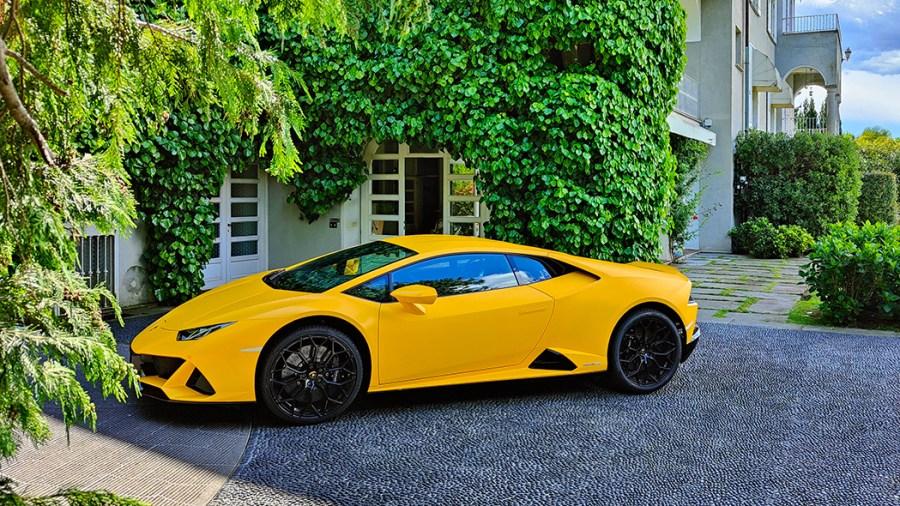 Lamborghini Huracan EVO con assistente vocale Alexa