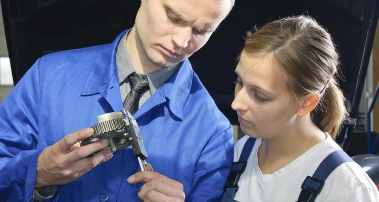 What Does A Diesel Mechanic Apprentice Do With Picture