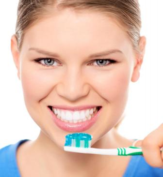 Natural ways of whitening your Teeth safely