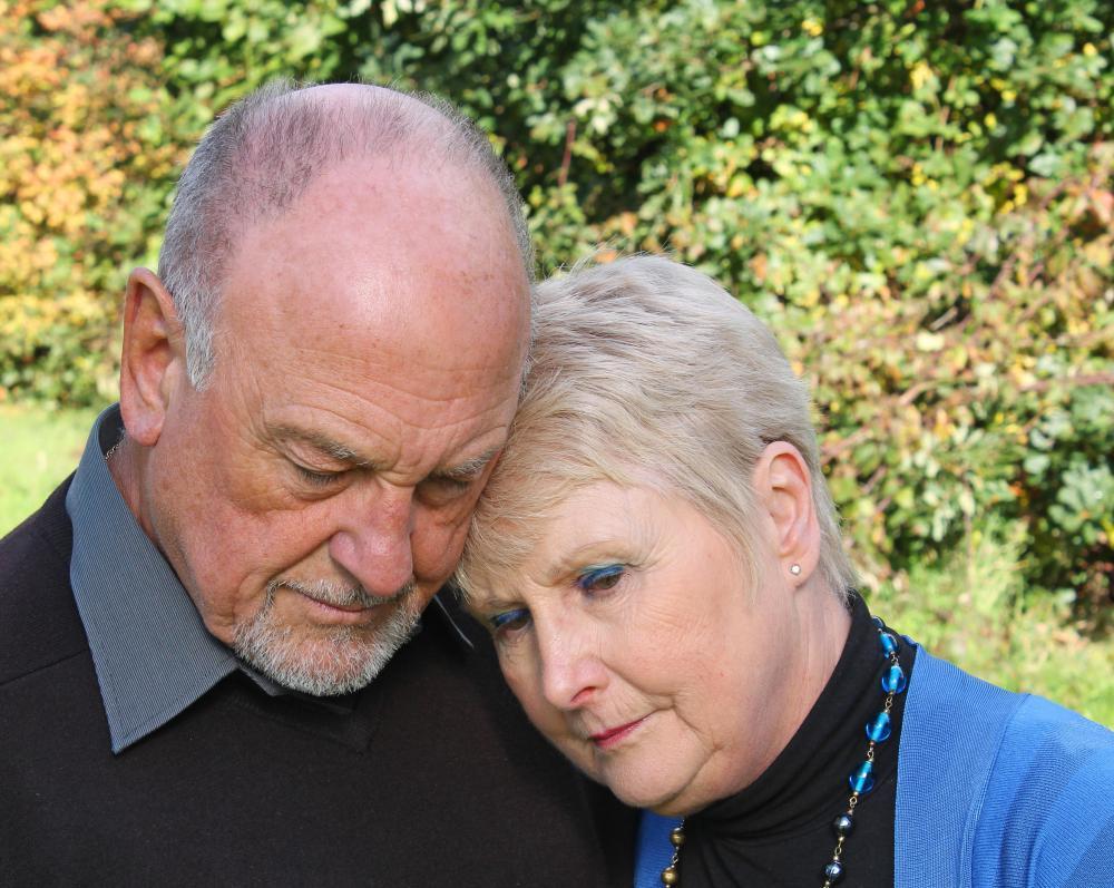 https://i2.wp.com/images.wisegeek.com/older-woman-with-head-on-shoulder-of-older-man.jpg