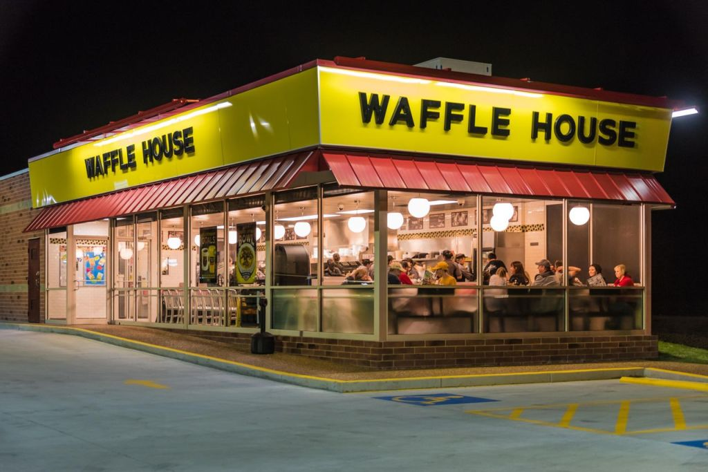 """WATCH: """"You Either Gonna Fix My Sh*t Or Be Unemployed"""" Waffle House Employee Gets Jumped By A Couple While On The Clock!"""