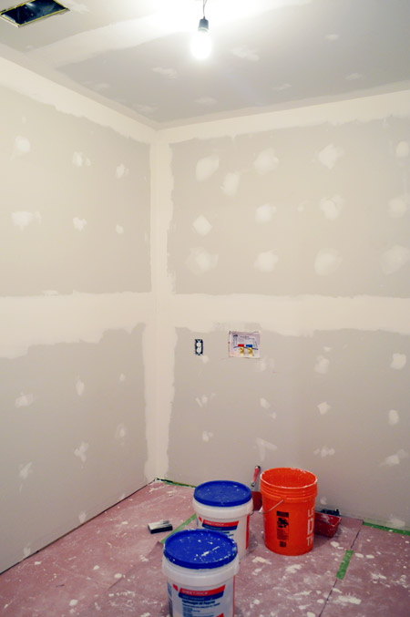 room with drywalled corners dried