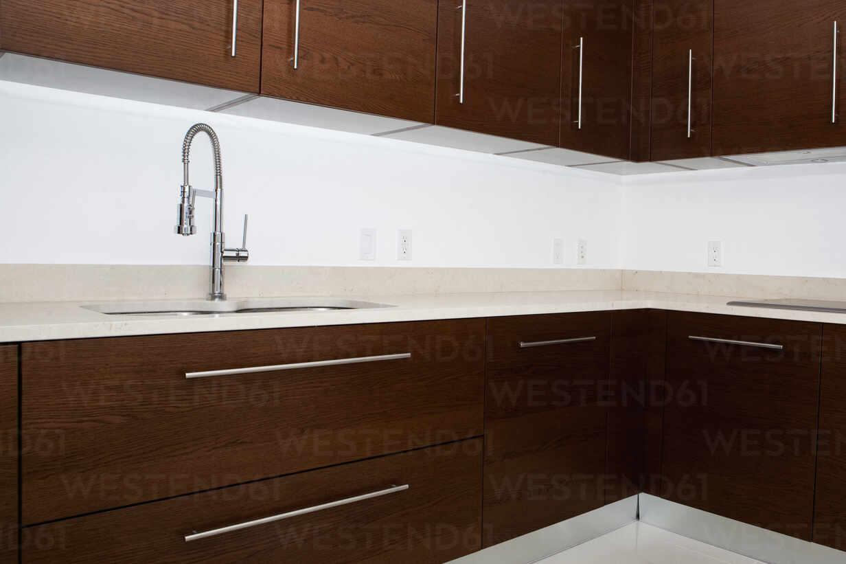 https www westend61 de en imageview blef13965 sink faucet and countertops in modern kitchen