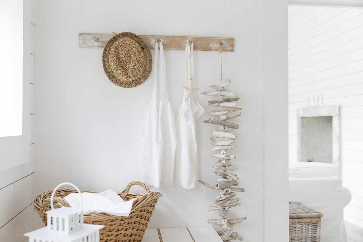 https www westend61 de en imageview caif24711 driftwood and aprons hanging from beach house coat rack