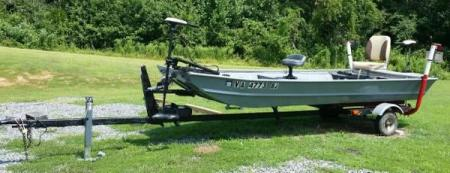 14 foot Jon Boat with Accessories   for Sale in Louisa  Virginia     14 foot Jon Boat with Accessories    1400