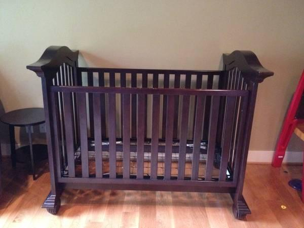 Sheet Pattern Crib Fitted