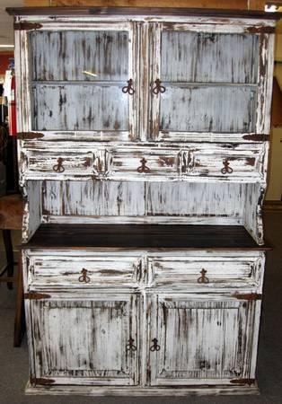 RUSTIC CHINA HUTCH IN WHITE DISTRESSED PAINT FINISH For