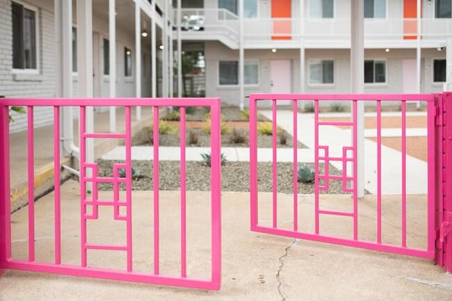 Building Photo Flamingo Apartments