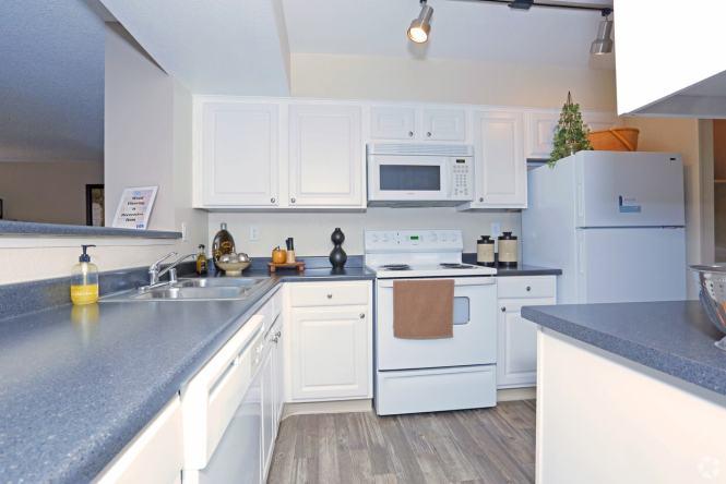 2br 2ba Estoril Kitchen Renaissance Villas Apartment Homes