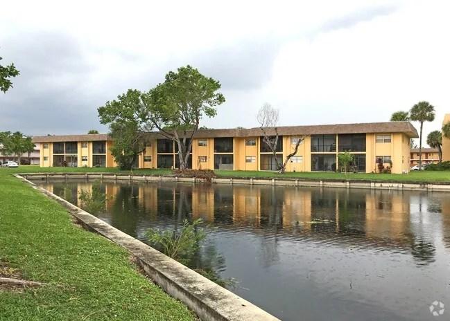 Home Florida Tamarac Versailles Gardens Inium Primary Photo