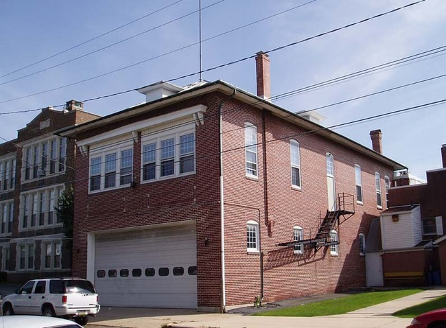 Home Pennsylvania West Reading 430 Franklin St Primary Photo