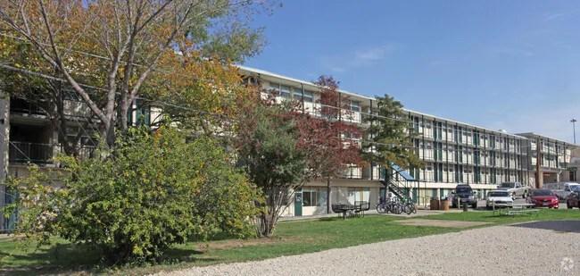 Building Photo Unt College Inn