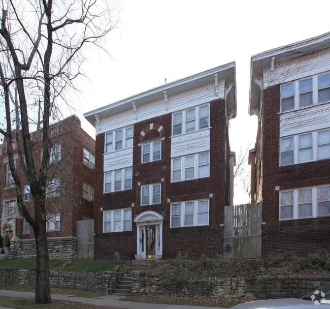 1311 1313 Valentine Rd Kansas City MO 64111 Apartments