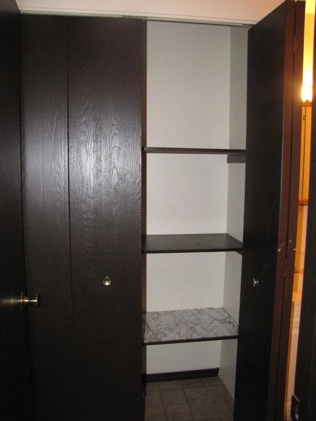 Linen Closet Jandal Apartments